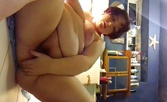 Fat babe masturbating