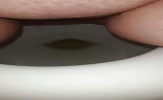 Fingering pussy while pooping