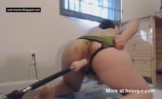 Using dildo machine to fuck her pussy