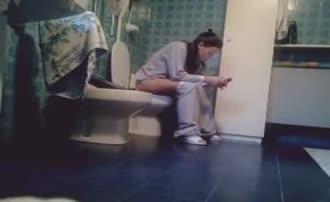 She's pooping in toilet