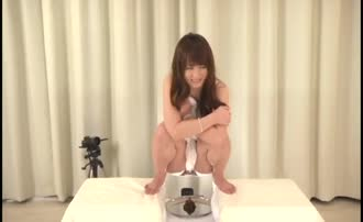 Japanese teen share first pooping video