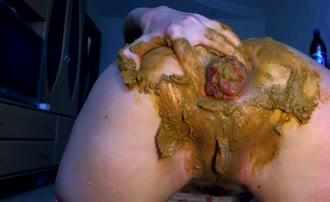 Rubbing brown poop on big ass