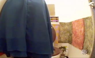 Spying on three girls pooping